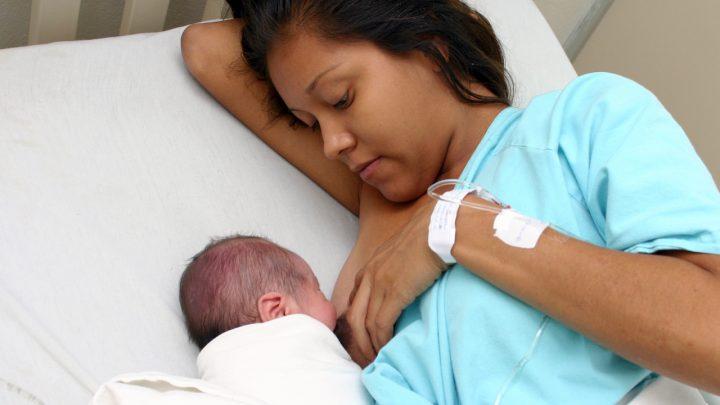 Con lactancia materna se previenen enfermedades en madres e hijos