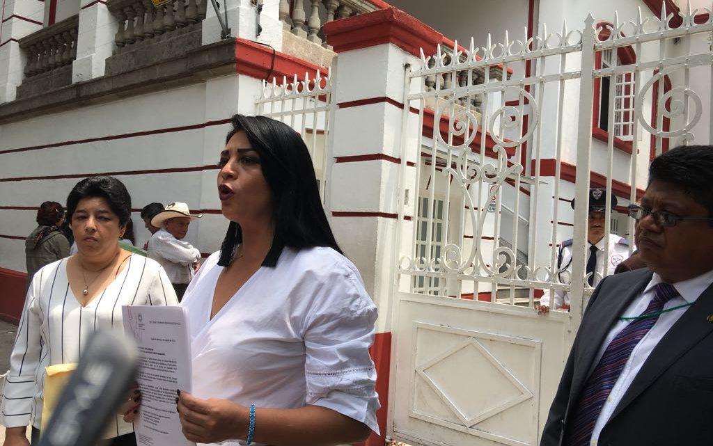 Acompañada de madres de familia que sufren de escasez de agua, Janet Hernández entregó misiva dirigida a AMLO