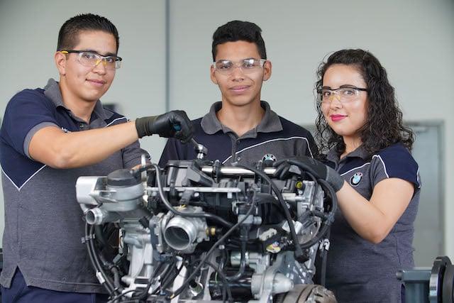 BMW Group Planta San Luis Potosí continúa creando talento a través del Programa Dual
