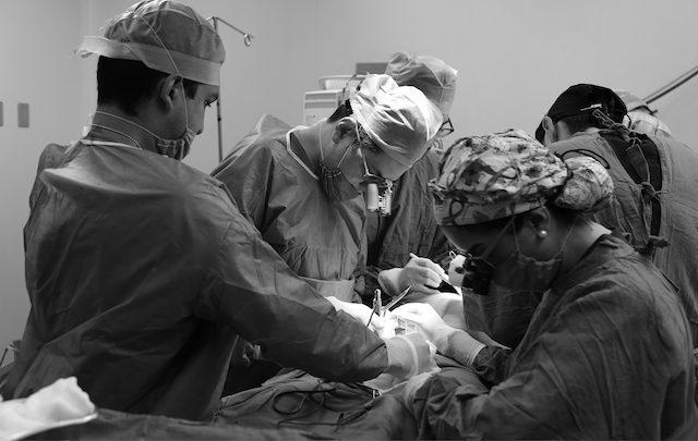 Reconstruye IMSS mama a sobrevivientes de cáncer con grasa y piel abdominal