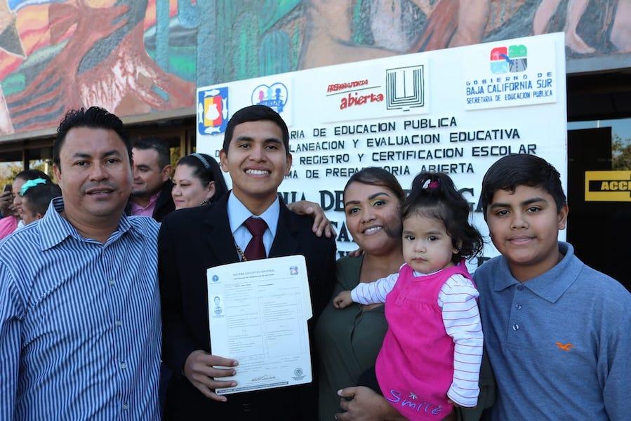 Durante últimos tres años, SEP ha logrado certificar a más de 3 mil sudcalifornianos que concluyeron educación media superior: Héctor Jiménez Márquez