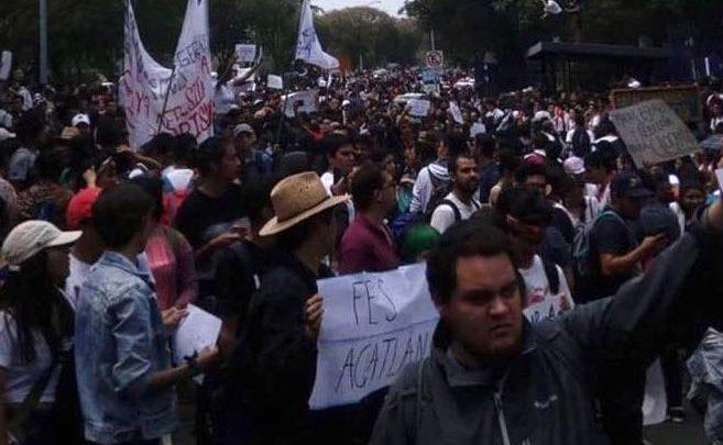 Gran movimiento estudiantil en los circuitos de la UNAM, inician marcha hacía rectoría