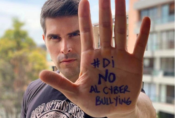 Invita A&E a decirle NO al Cyberbullying #DiNoAlCyberbullying