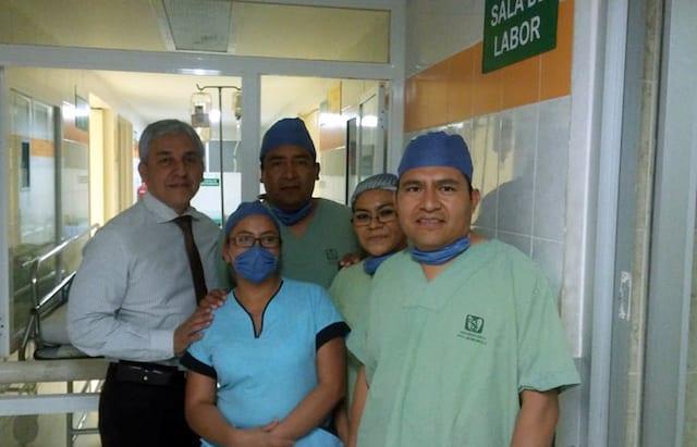 Médicos de IMSS extraen útero con bebé dentro para salvar la vida de madre e hija