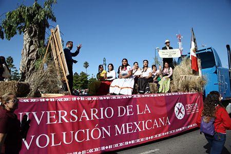 Desfilan miles en Hermosillo en conmemoración del inicio de la Revolución Mexicana