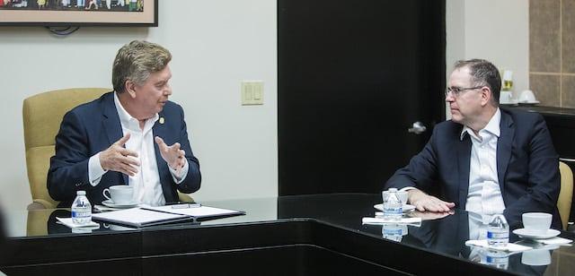 Se reúnen Gobernador de B.C. y representante de la embajada de E.U. en México, para abordar temas relacionados con la caravana migrante