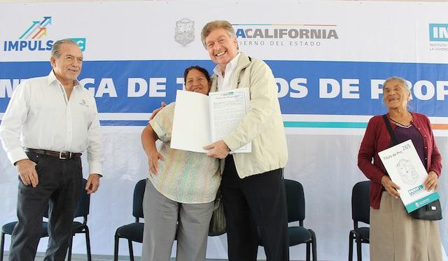 Encabeza Gobernador Francisco Vega entrega de 300 Títulos de Propiedad a ciudadanos de Tijuana