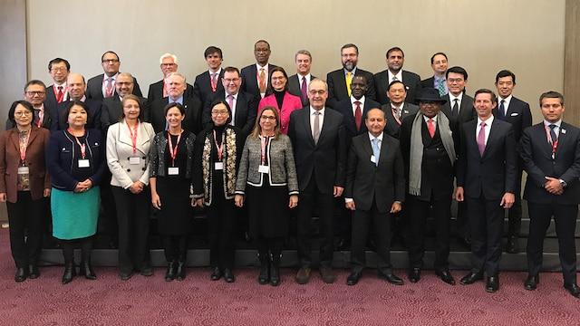 El Director General de la OMC Azevêdo y los ministros se reúnen en Davos