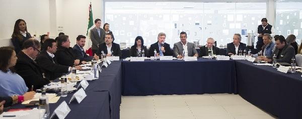 Da gobernador Francisco Vega seguimiento a proyectos estratégicos para BC, con el administrador general de aduana