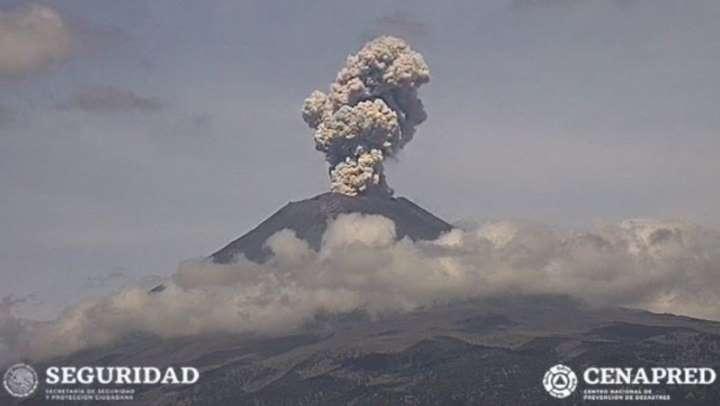 Cae ceniza del Popocatépetl en cuatro alcaldías de la CDMX