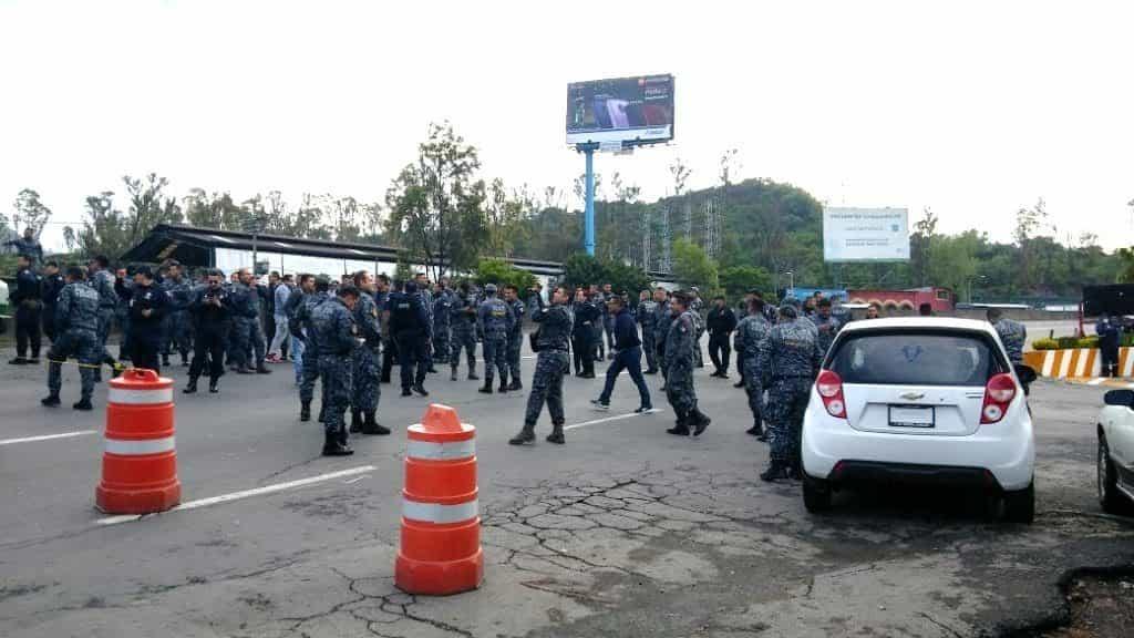 Policías Federal bloquean la México-Pachuca. Foto: Lopezdoriga.com