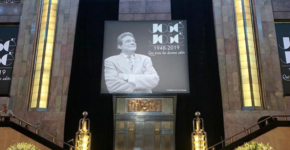 José José llega a Bellas Artes
