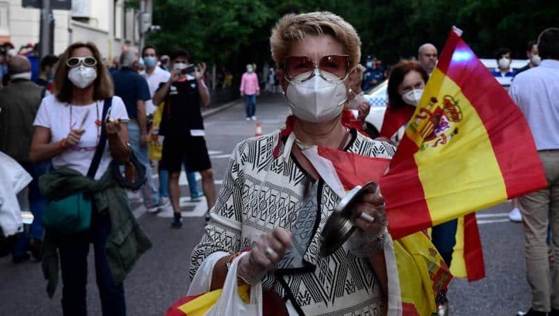 España reinicia actividades con uso de cubrebocas obligatorio