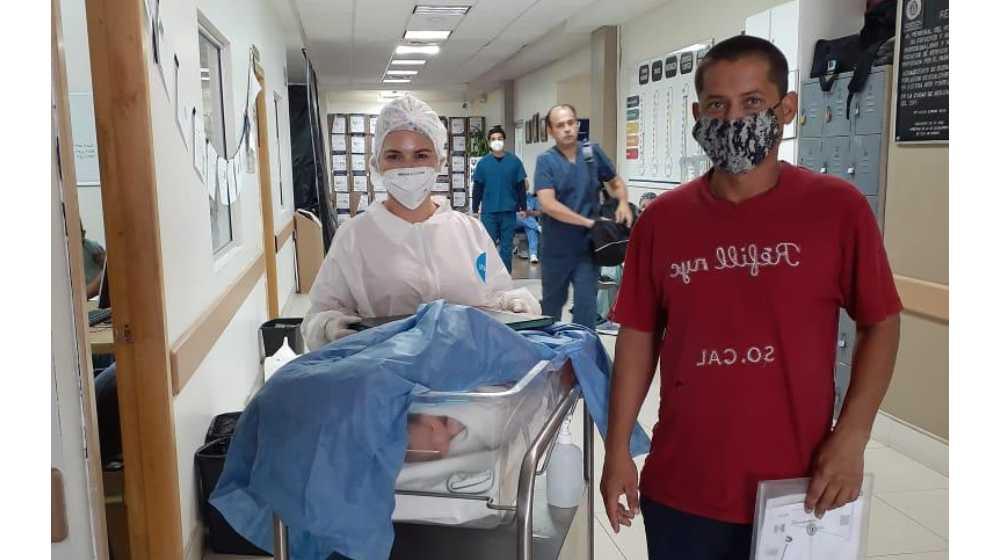 Paciente de COVID-19 da a luz a bebé en hospital de Mexicali