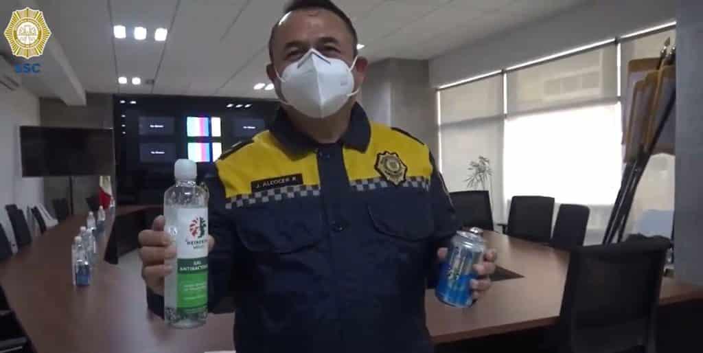 Heineken dona gel antibacterial y agua potable a policías de la CDMX